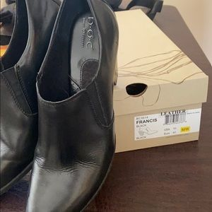 Gently Used boc leather shoes.